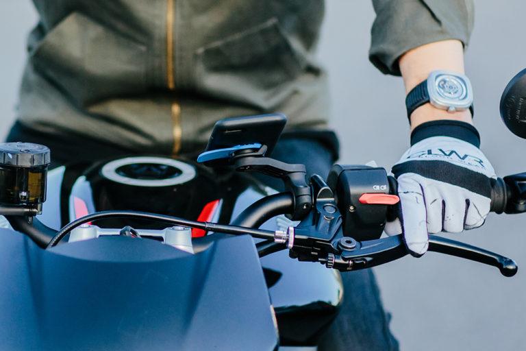 Voyage en moto en Bretagne : le test du support téléphone Quad Lock